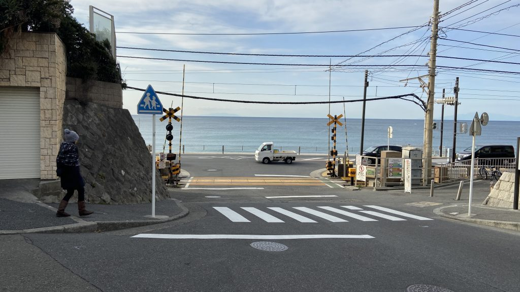 鎌倉高校前駅踏切